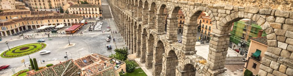 http://www.shutterstock.com/es/pic-114598990/stock-photo-the-famous-ancient-aqueduct-in-segovia-castilla-y-leon-spain.html?src=pp-photo-102722522-6&ws=1
